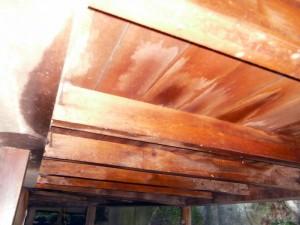 噴霧塗布後の「床板」裏側