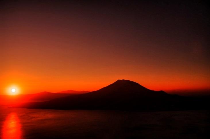 桜島から昇る太陽
